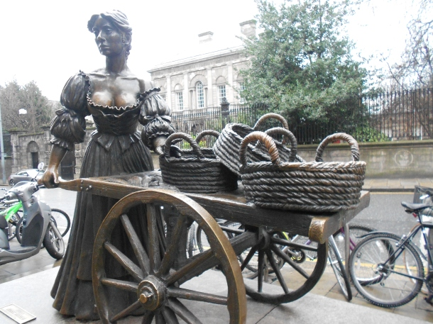 Statue of Molly Malone, Dublin